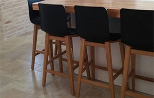 כסאות בר רגלי עץ
