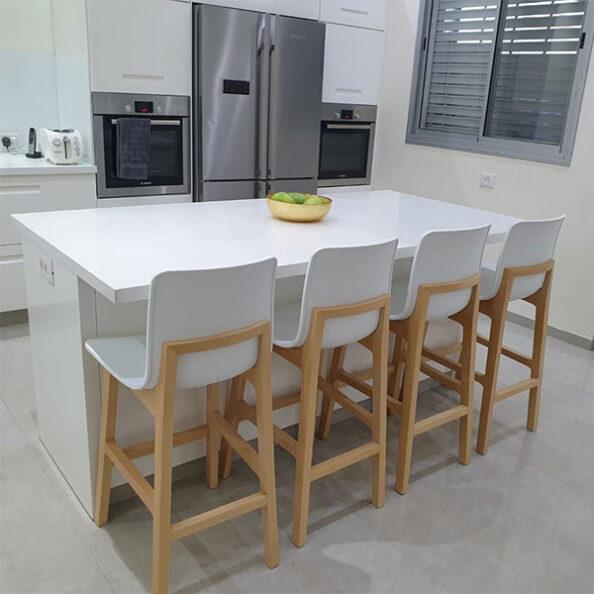 כסאות בר למטבח גב עץ