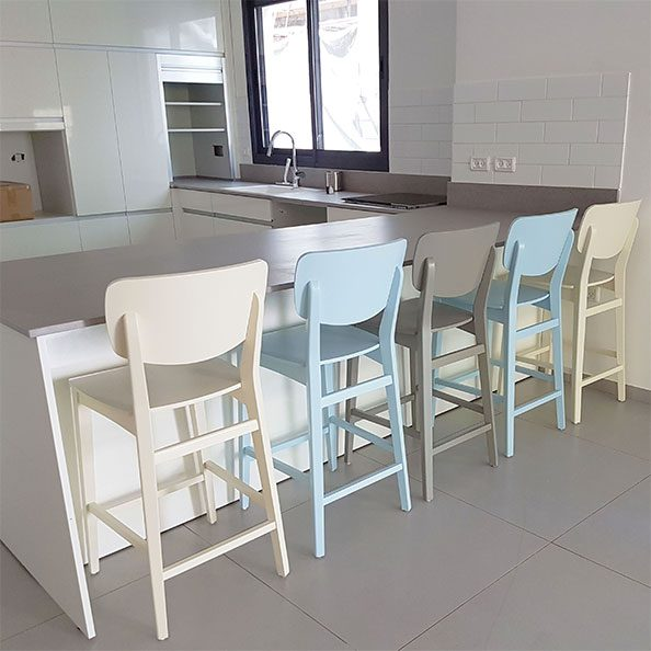כסאות בר צבעוניים מעץ תכלת שמנת אפור