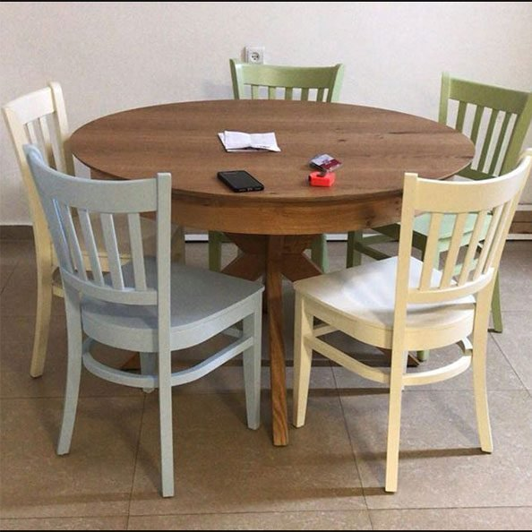כסאות עץ כפריים לפינת אוכל