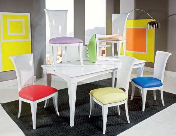 שולחן מעוצב עם כסאות