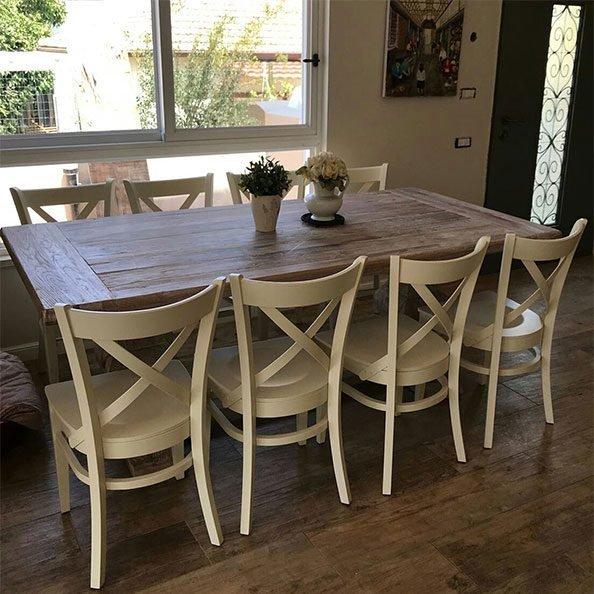 כסאות מעץ
