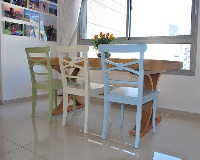כסאות מיקי צבעוניים לפינת אוכל