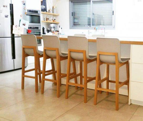 כסאות בר גב עץ למטבח