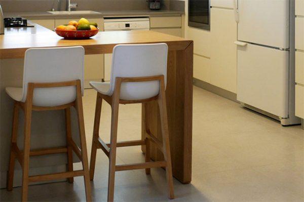 כסא בר צבעוני דגם גב עץ