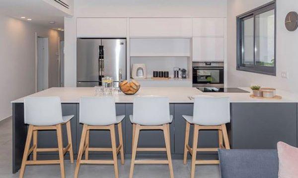 כסאות בר למטבח דגם 1320 פלסטיק רגלי עץ