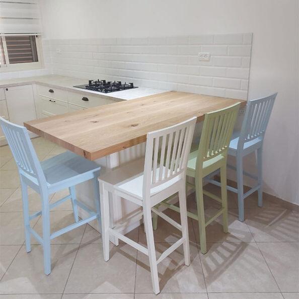 כסאות בר צבעוניים מעץ