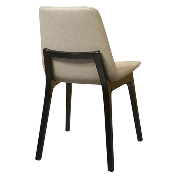 כסא אוסקר עם רגל עץ שחורה