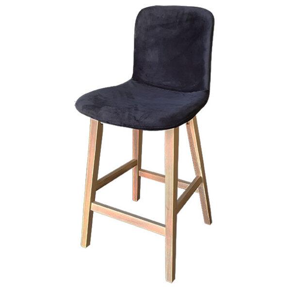 כסא בר קטיפה עם רגלי עץ