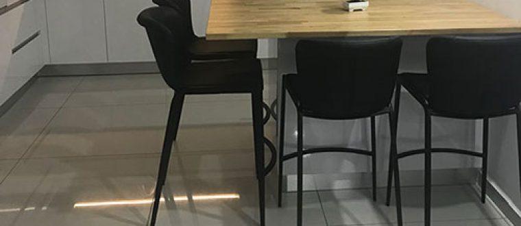 כסאות בר מרופדים לפאבים