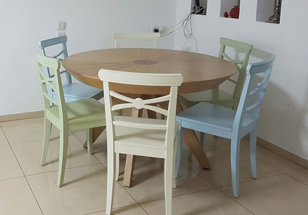 התאמת כסאות מעוצבים ומיוחדים לפינת האוכל