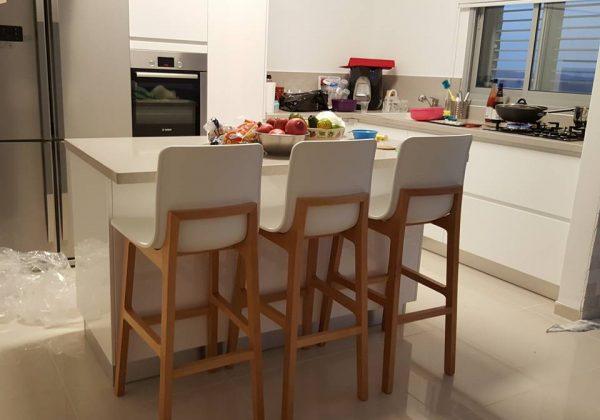 טיפים על כיסאות בר למטבח