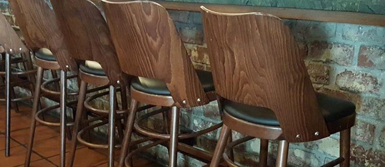 התאמת כסאות עץ למסעדות