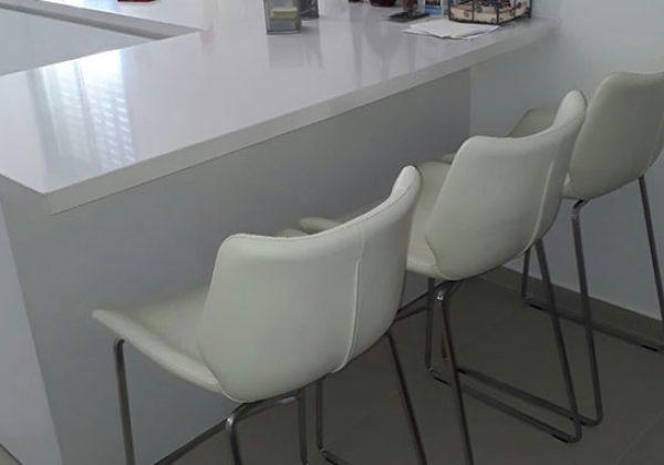 כסאות בר מרופדים – כשהעיצוב והנוחות נפגשים יחדיו