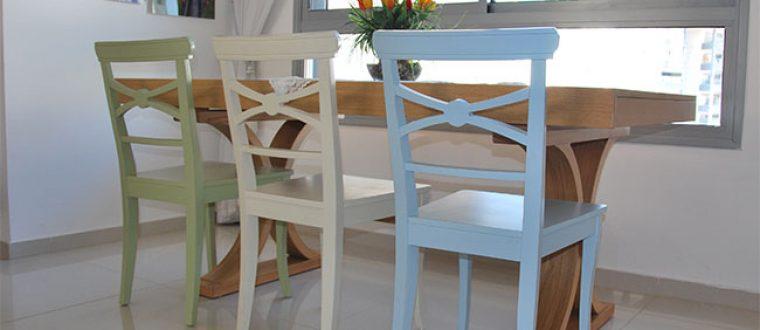 כסאות צבעוניים לפינת אוכל