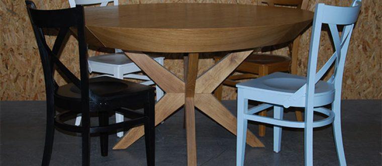 כסאות עץ לפינת אוכל – גם הסלון יכול להשתתף בחגיגה