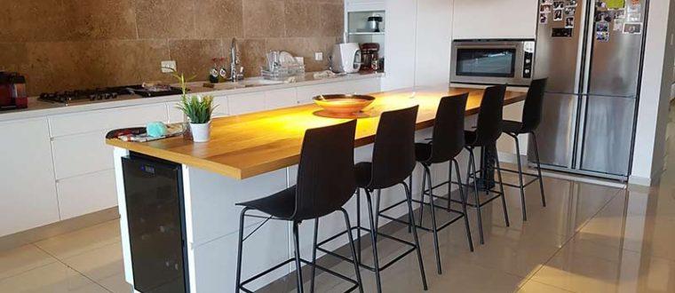 כסאות בר למטבח מודרני בדירות שכורות